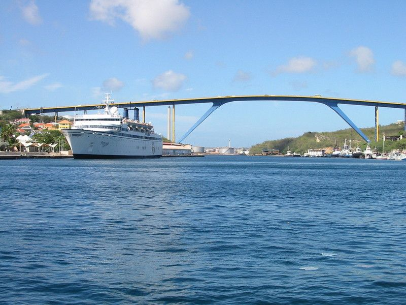 Queen Juliana Bridge, 50 meters high!