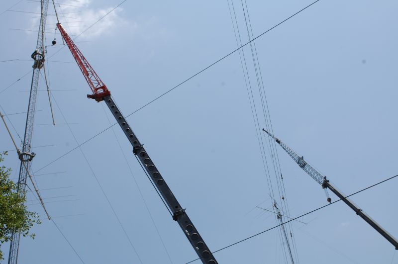 Don, K4ZA on the 10-stack removing the damaged 8 ele OWA at 105' while John, W2GD, readies the  7ele OWA  at 185...